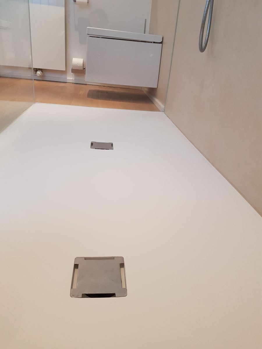 plan 3 küche / Purer Minimalismus / Ein Badezimmer ohne Schnickschnack mit klaren Strukturen