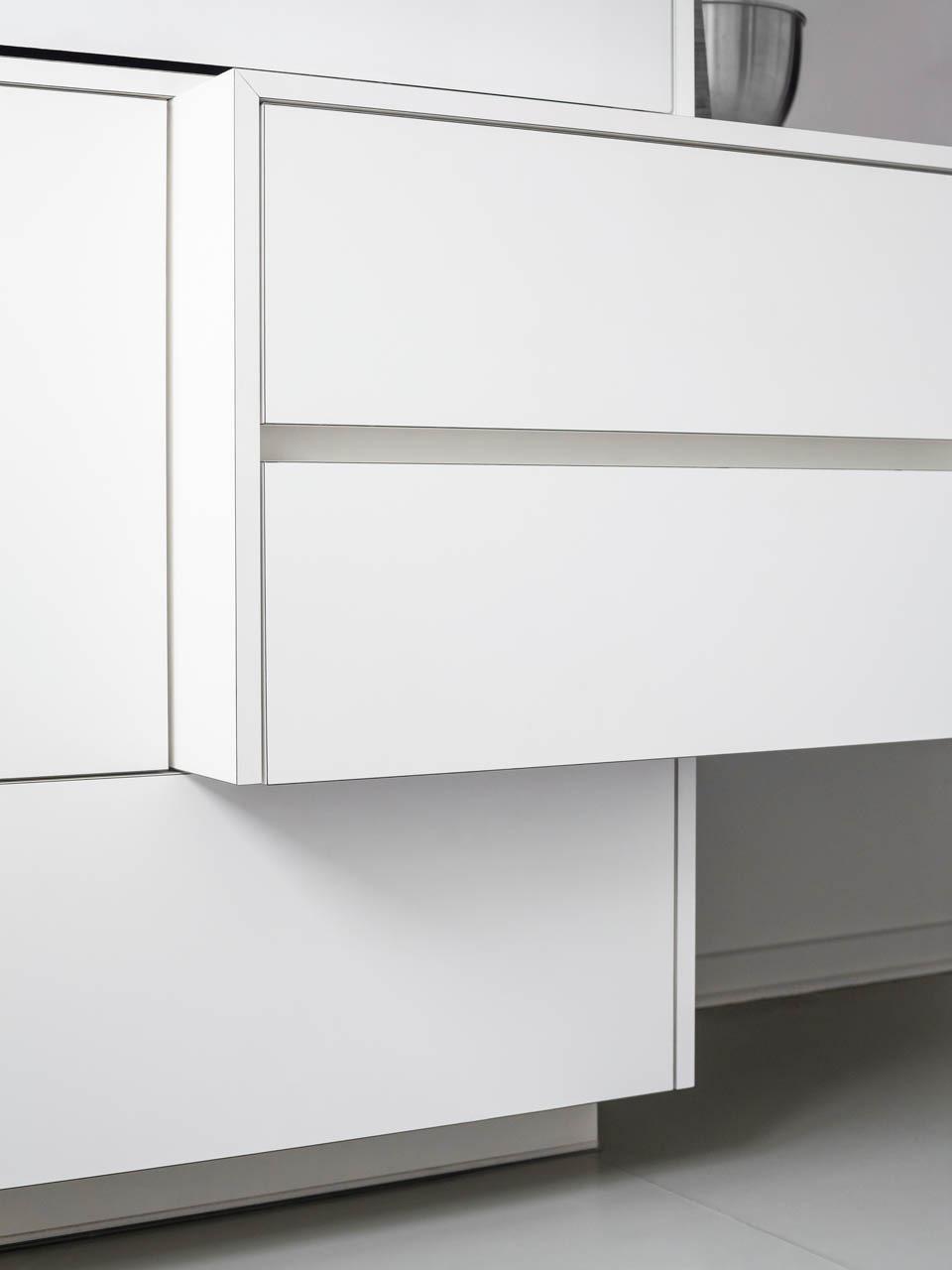 plan 3 kuchyně / Bílá kuchyně na míru / Staré poklady v novém hávu