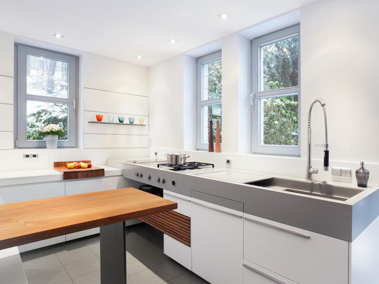 plan 3 kuchyně / Luxusní kuchyň na míru / Klasický tvar místnosti smoderním řešením