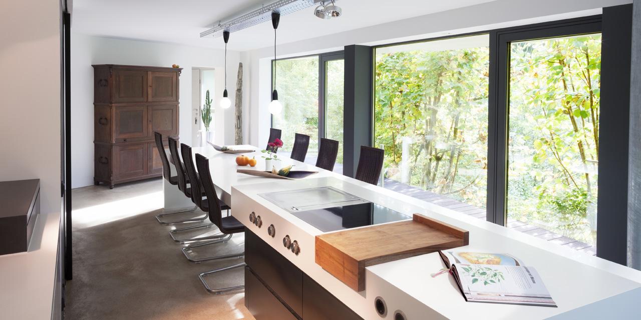plan 3 kuchyně / Luxusní kuchyně z Corianu a černé oceli / Bydlení v přírodě