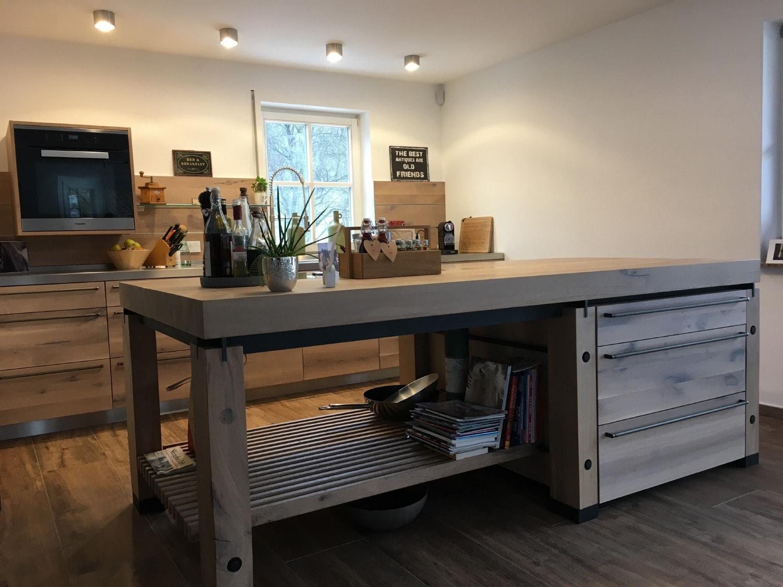 plan 3 kitchens / Massive wooden kitchen / Artful simplicity