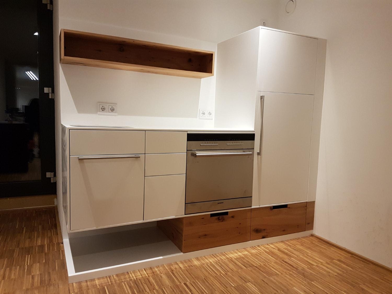 plan 3 kuchyně / Kuchyňka na míru do kancelářských prostor / Modulová kancelář v Hochbunker