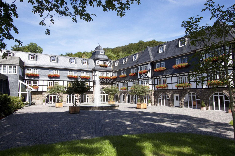 plan 3 kitchens / Restaurant and hotel school in the Hotel Deimann***** / Archaic design, perfect operation