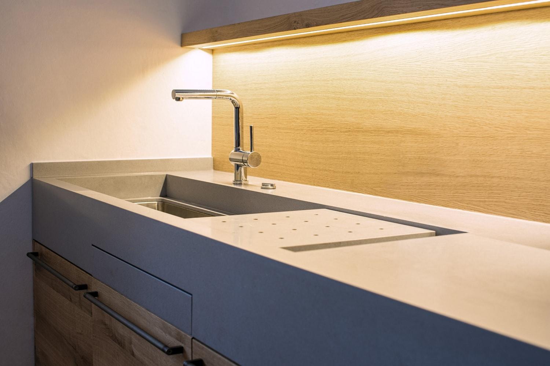 Luxusn� kuchyn� na m�ru s pou�it�m oceli
