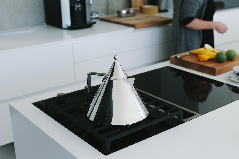 plan 3 kuchyně / Luxusní kuchyně na míru se dvěma ostrůvky / Jasný design