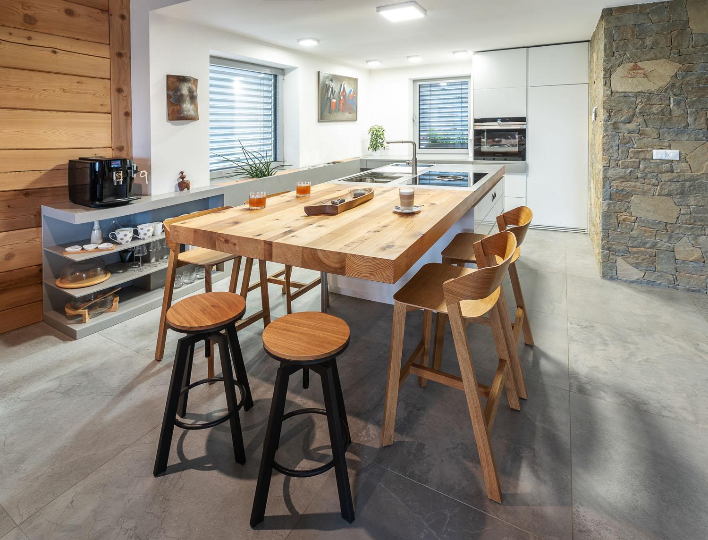 Kuchyn� na m�ru na chatu