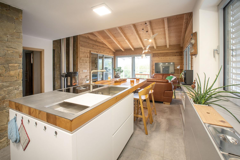 Kuchy�sk� pracovn� deska z cedrov�ho d�eva