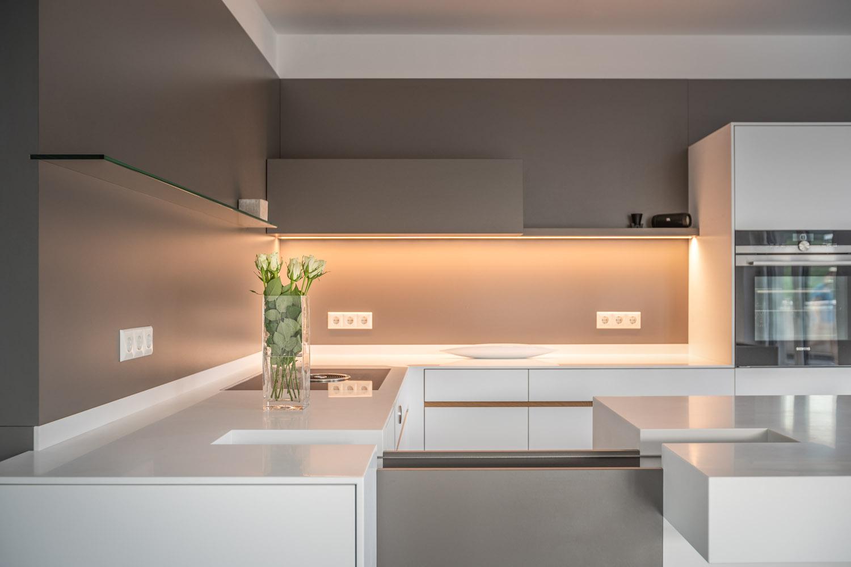 plan 3 küche / Kompakte Küche mit Insel / Schlichte, funktionale Küche