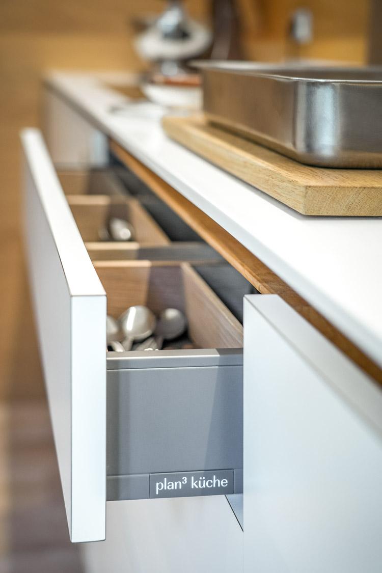 plan 3 küche / Das Raumwunder / Kompakte Küchenarchitektur an einem ungewöhnlichen Ort