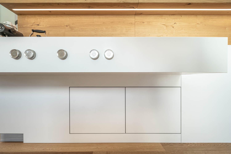 Weiße benutzerdefinierte Küche